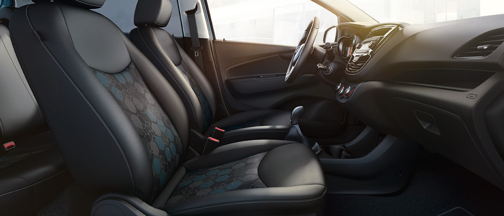 Opel_KARL_ROCKS_Interior_1024x440_ka175_i01_079