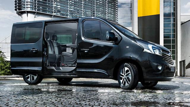 Opel_Vivaro_Tourer_Exterior_Door_Open_16x9_Vip18_e01_224