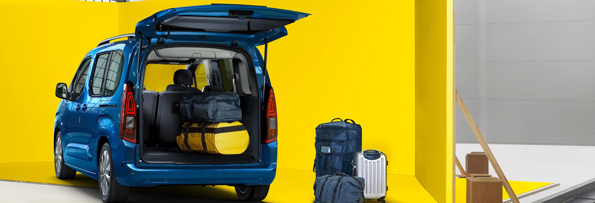 Opel_combo_life_trunk_21x9_cml18_e01_004